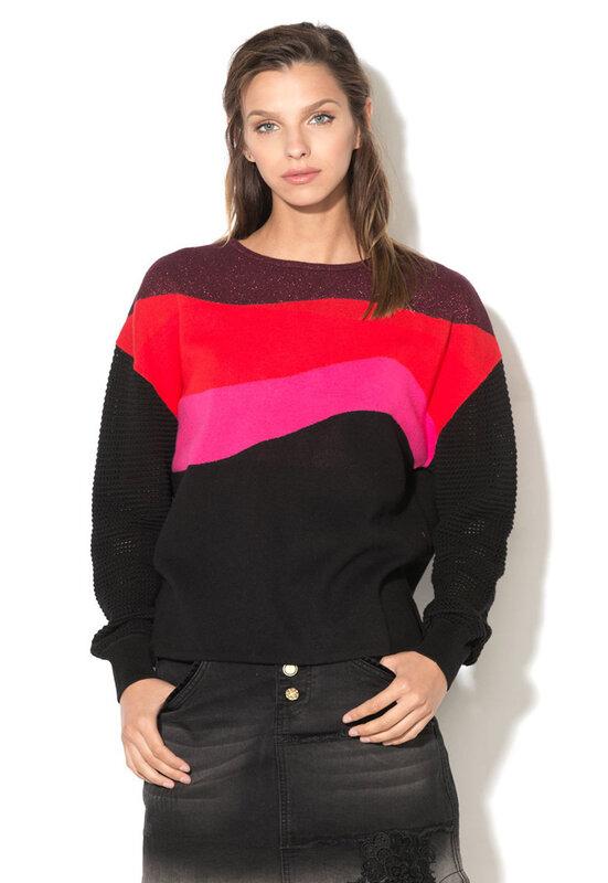 Пуловер в цветен блок-DESIGUAL